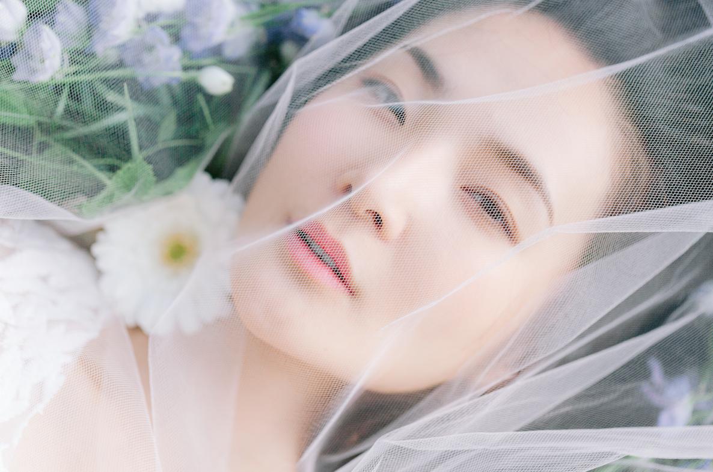 Chihiro-photography-woman-nature-flowers-paris
