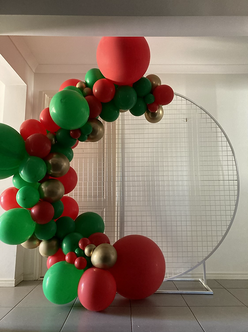 Mesh Circle Hire and balloon garland