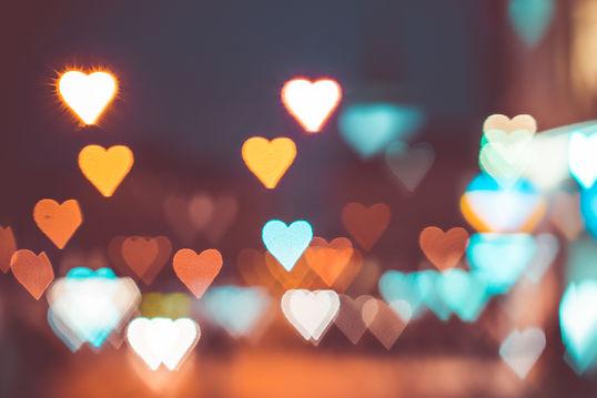 abstract-bokeh-hearts-real-light-picjumb
