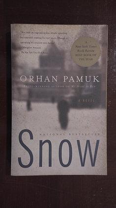 Snow - Orphan Pamuk