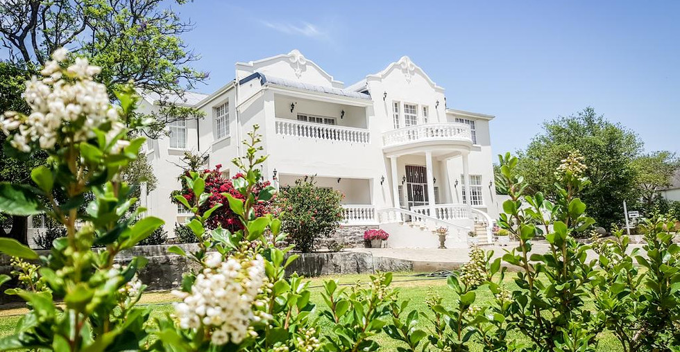 herberh-manor-main-house-garden.jpg