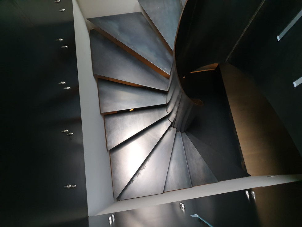 Escalier sur mesure en acier brut