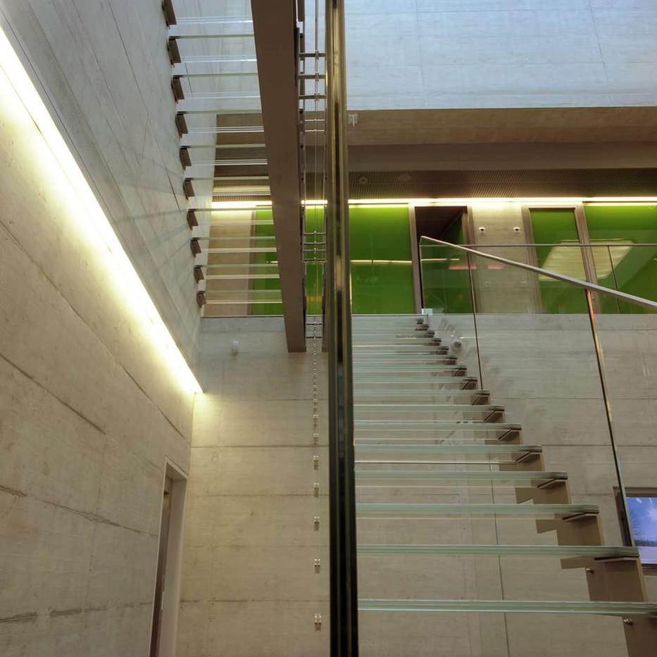 Raiffeisen Saxon - escalier verre