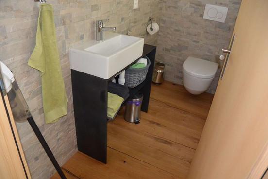 Meuble de salle de bain en acier