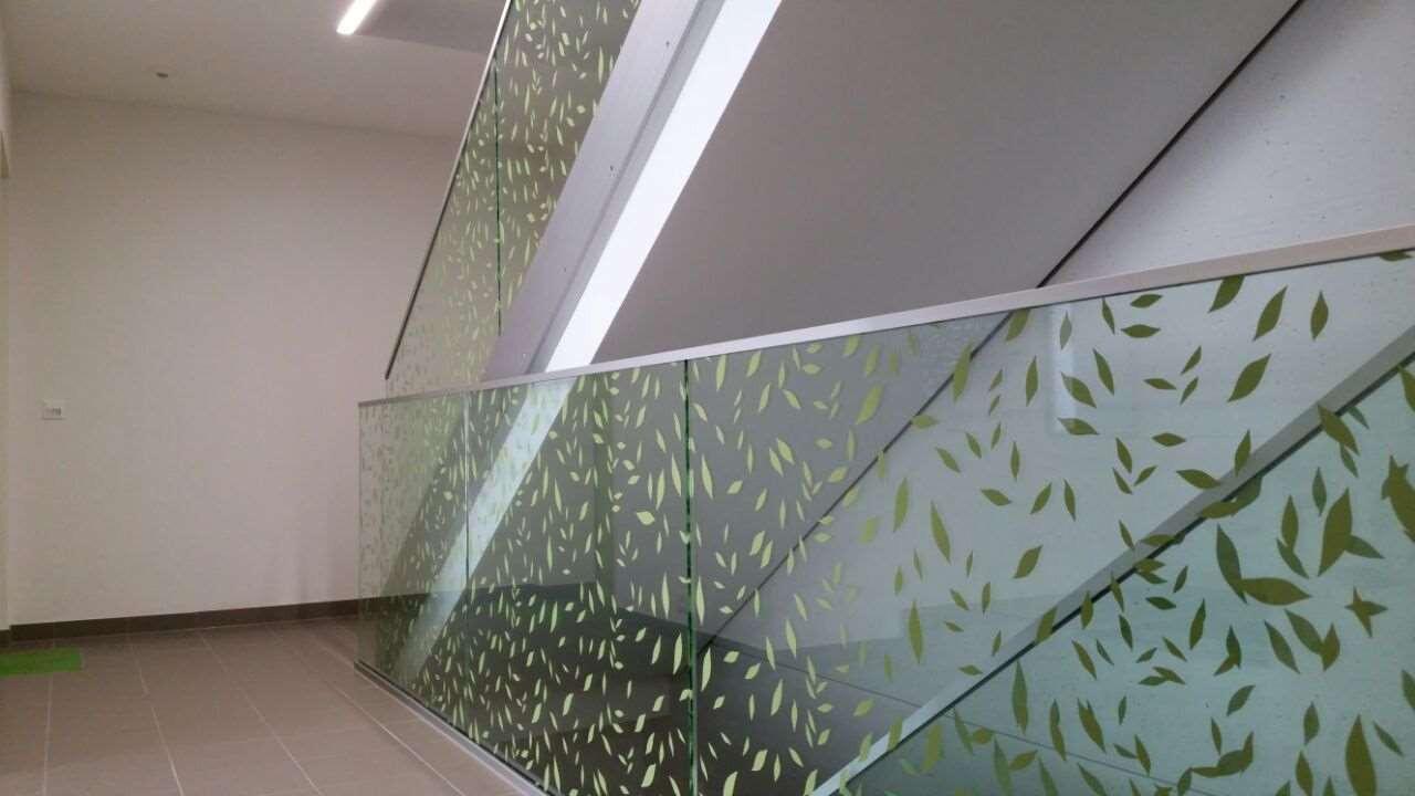 Immeuble à Lausanne, garde-corps en verre imprimé