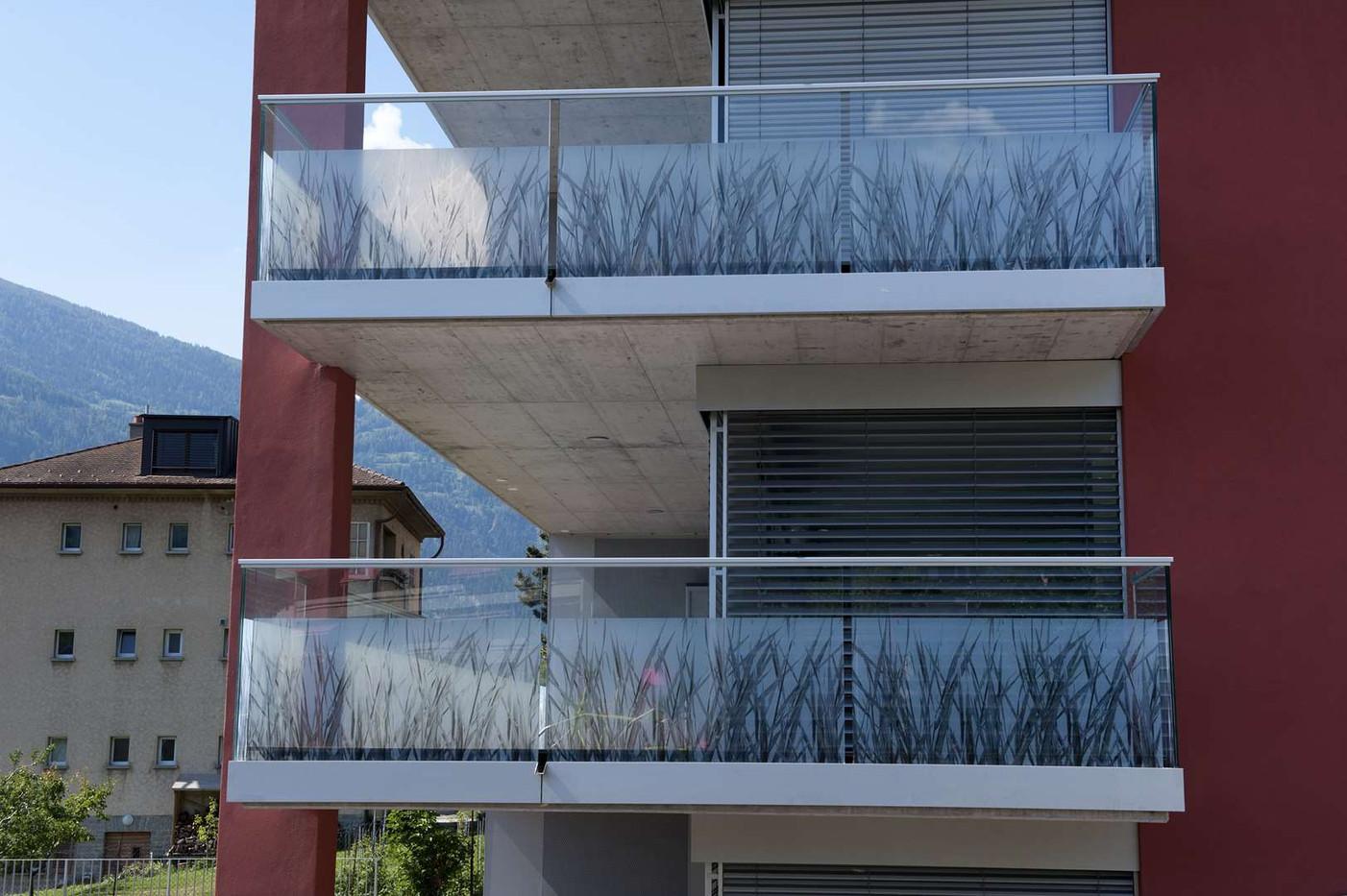 Balustrades en verre imprimé, Immeuble le Méridien à Sierre