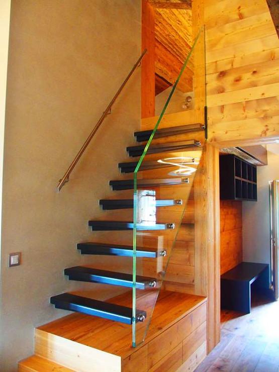 Escalier à Verbier avec main-courante en verre