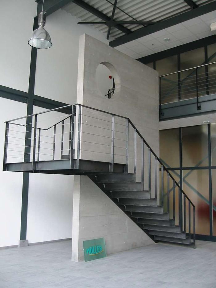 Halle Müller Conthey, escalier acier