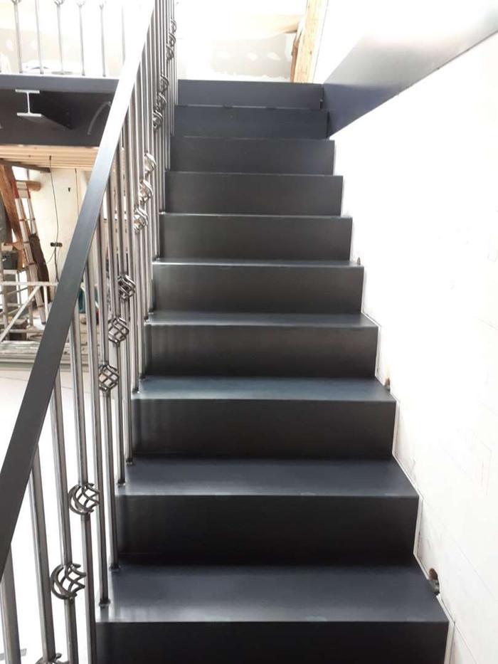 Escalier acier, en cours de construction