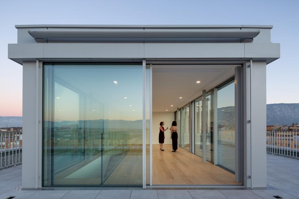 Vitrages swissfineline pour un réhaussement d'immeuble à Genève