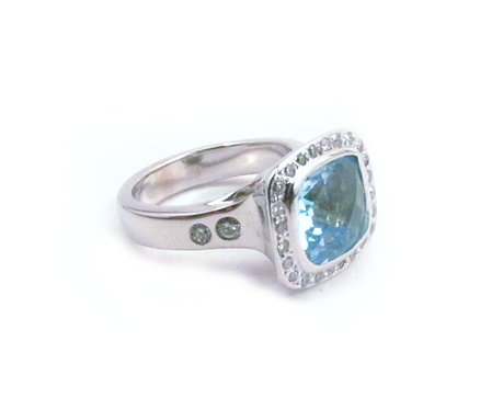 Blue topaz ring set in white gold with pave and flanking diamonds