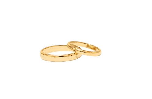 Set of 18k gold hand carved wedding bands