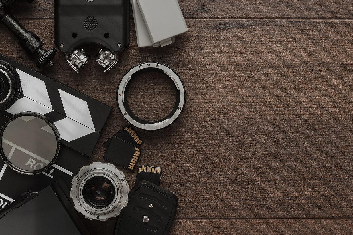 different-video-equipment-PFGUTNX3333_ed