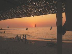 Zachody słońca nad morzem Śródziemnym.