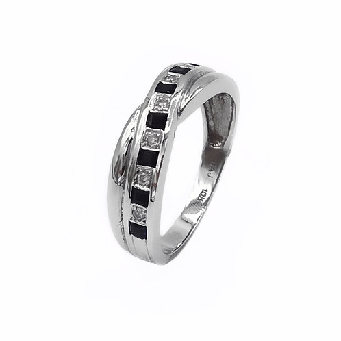 10K WHITE GOLD RING WITH DIAMONDS - SIZE 6.5