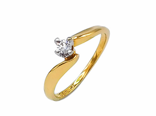 0.13 CT SOLITAIRE ROUND DIAMOND RING IN 10K YELLOW GOLD - SIZE 6.75