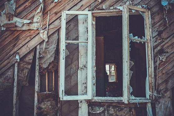 window-3366643_1920.jpg