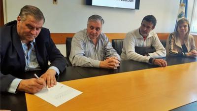 Firman convenio con empresa Proarco Patagonia