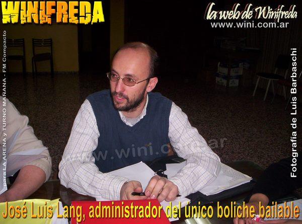 José Luis Lang, administrador del único boliche de Winifreda
