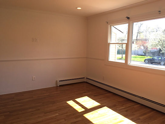 Staged Long Island | Staging Your Home For Sale | Home Stager | Configuring Your Home | Increase Value | Sell Your Home | Front Room | Family Room | Before