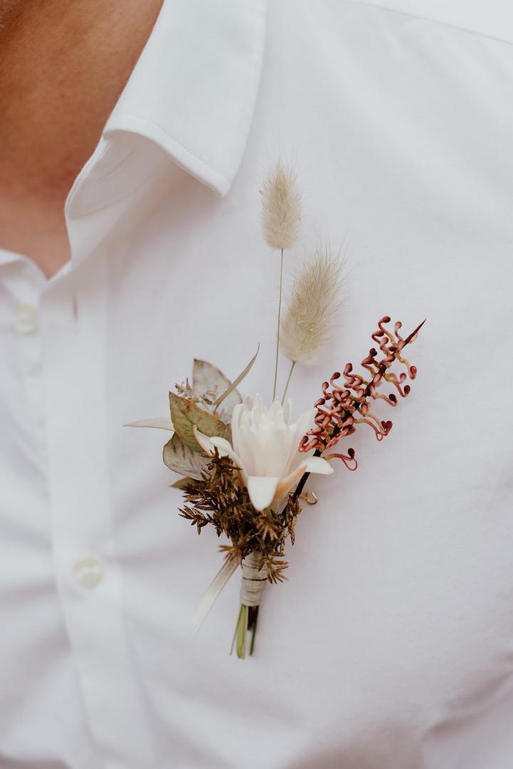 Anstecker Bräutigam Trockenblumen.jpg