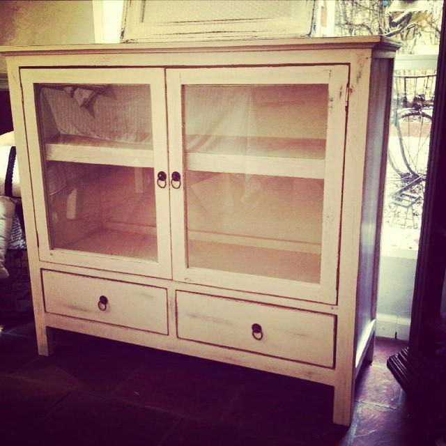 Vitrina chica #clodohouse #mueble #handmade #house #furniture #wood #white #vintage #patinada #vitri