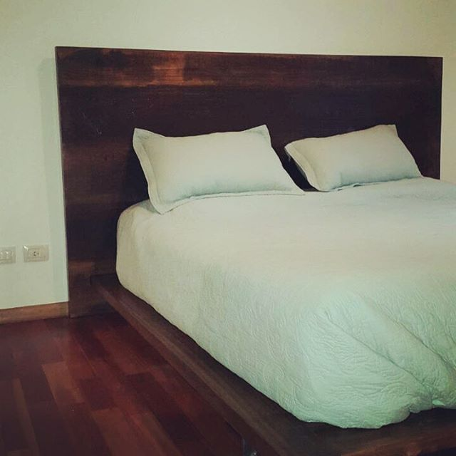Cama rústica en madera maciza