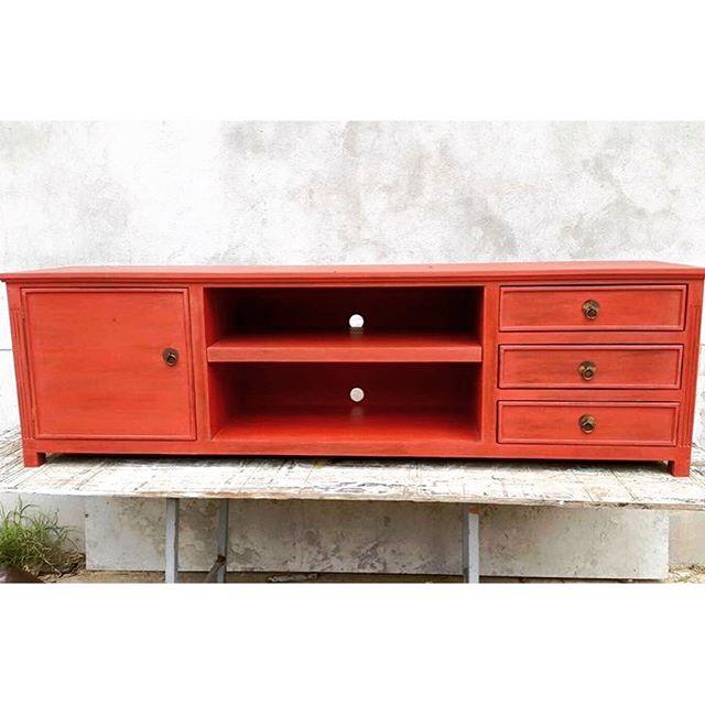Listo para entregar! Mueble de tele romántico en rojo! Divino!