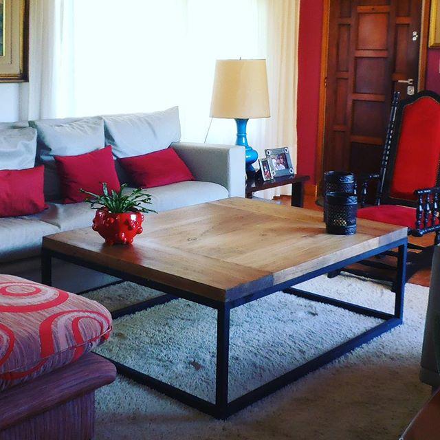 Mesa de 100 x 130 x 45 en madera maciza de dos pulgadas con diseño en los tablones