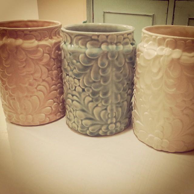 jarrones tan esperados!!! Crema , aqua y rosa!  Reserva el tuyo!  #florero #centrodemesa