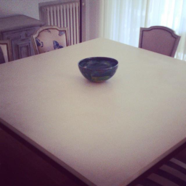 Mesa en cemento alisado con hierro #decoracion #mesa # #trending #furniture #living #muebles