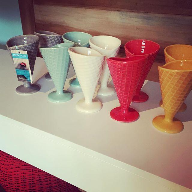 Se viene el veranito!! A tomar un rico helado en cucuruchos de colores!! Veni a buscarlos al showroo