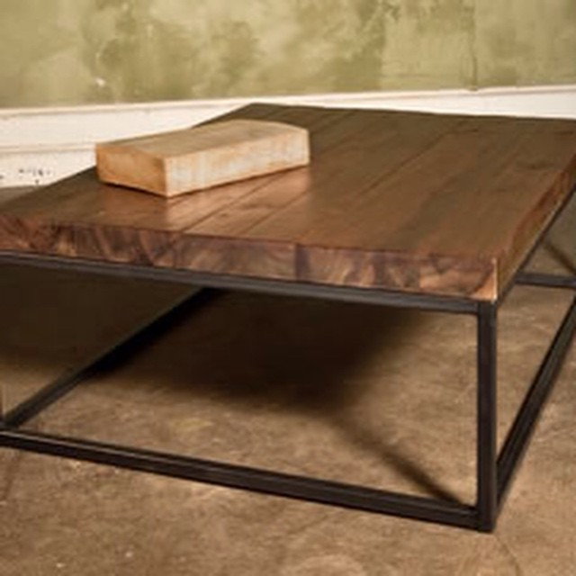 Mesa en hierro y madera #iron #wood #furniture #industrial #design #hierro #muebles #diseño #argenti