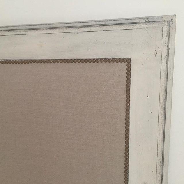 Respaldo con tachas y lino