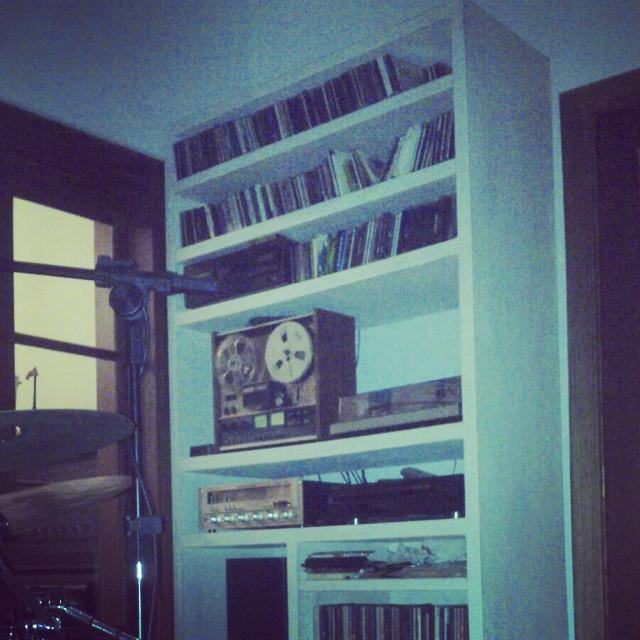 Mueble patinado hecho a medida para un fana de la música!! #patinado #orden #musica