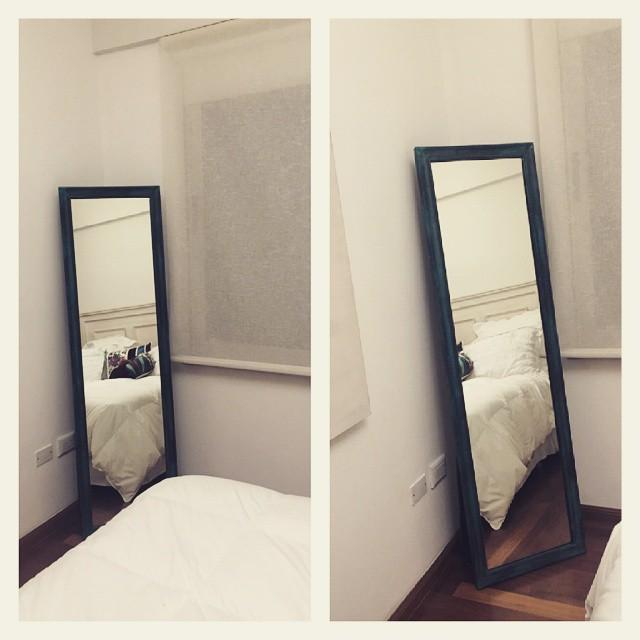 Espejo de pie patinado con base . Divino para el dormitorio. Recien entregado