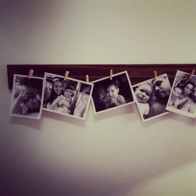 Tablón rústico para colgar fotos!! Que divino quedó!  #fotos #marco #madera #wood