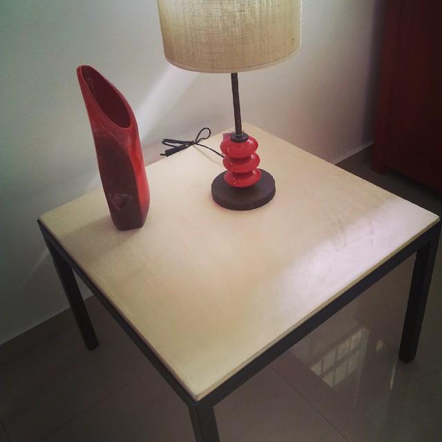 Mesa de apoyo. En micro cemento con hierro