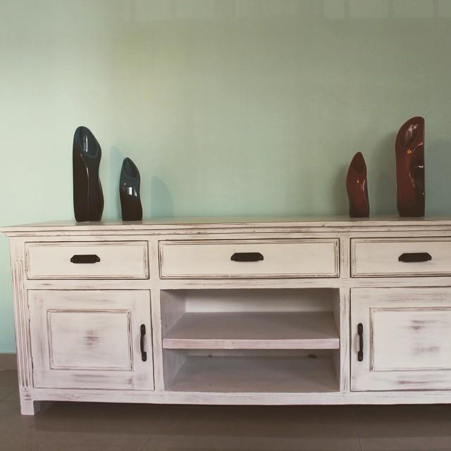 Mueble de tv estilo romántico ! #buenosaires #argentina #clodohouse #mueble #handmade #house #furnit