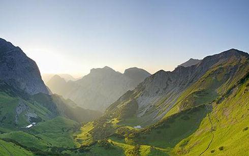 austria-walk_1392390c.jpg
