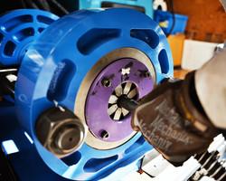 油圧ホース加締め作業