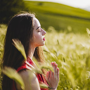 Silent_retreat_meditation_woman_srilanka