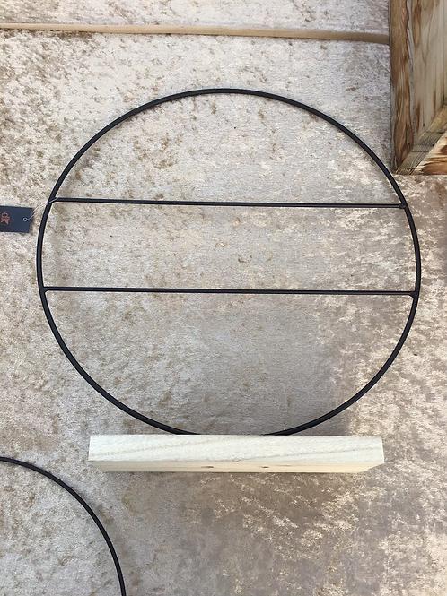 Ijzer frame op houten voet