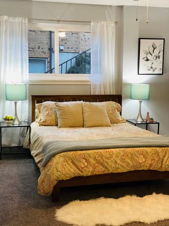 Queen Anne bedroom 1.jpg