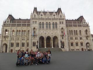Српски основци посетили мађарски Парламент