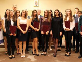 Уручене народносне стипендије ученицима у Мађарској