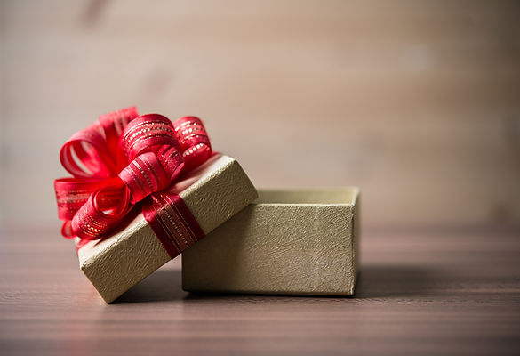 wood-red-gift-closeup-above.jpg