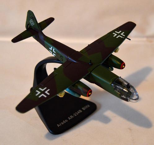 Atlas Editions JJ24 Arado AR-234B Blitz Bombers of WWII 1:144