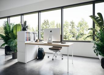 Als Büromöbel besticht das modulare Regal insbesondere durch die beidseitige Bedienung - top als Raumtrenner