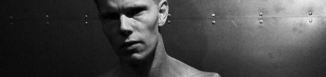 Daniel Schou, photo by Meline Höijer Schou, chiseled physique, deffa